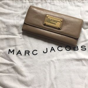 Marc Jacobs nude wallet